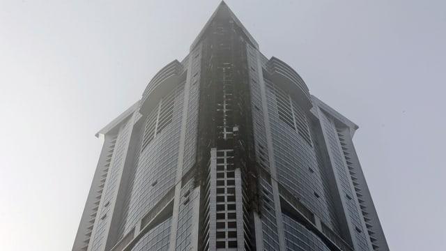 Vista sin la fatschada brischada dal sgrattatschiel a Dubai.
