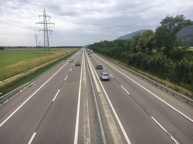 Autobahn A1 im Gäu, Blick auf Fahrtrichtung Bern.