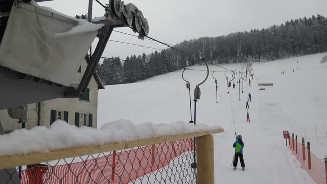 Kinder an Skilift
