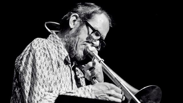 Musiker Jimmy Knepper spielt Posaune. Die Aufnahme entstand 1978 in New York.