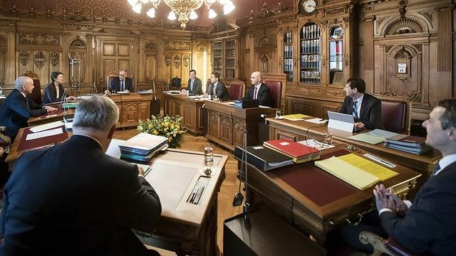 Symbolbild: Die Bundesrätinnen und Bundesräte im Bundesratszimmer.