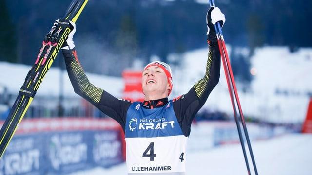 Eric Frenzei (D) gudogna la cursa sur 10 kilometers a Lillehammer.