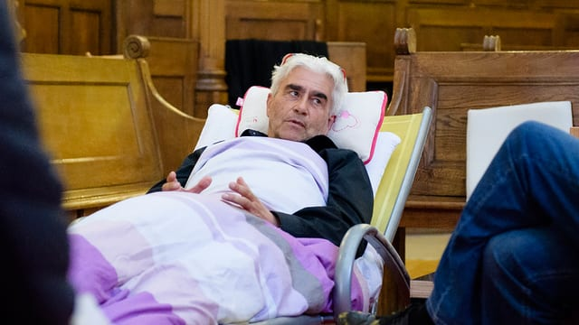 Im Hungerstreik: Pfarrer Daniel Fatzer in der Kirche Saint-Laurent in Lausanne.