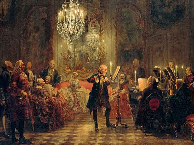 Ein Gemälde zeigt Friedrich den Grossen stehend Flöte spielend, Carl Philipp Emanuel Bach am Cembalo.