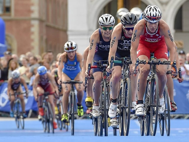 Nicola Spirig (ganz vorne) bei einem Triathlon