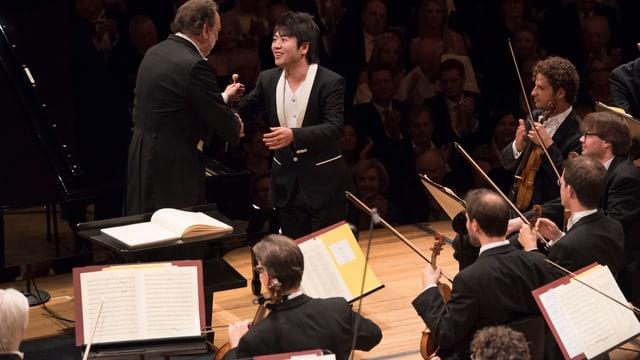 Das Lucerne Festival Orchestra mit Riccardo Chailly mit Lang Lang auf der Bühne des KKL