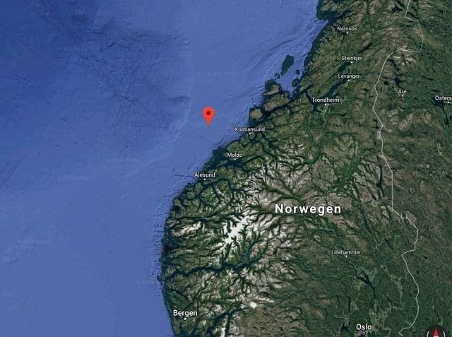 Carta da la costa da la Norvegia cun marcà lieu, nua che la nav è vegnida en privel da mar.