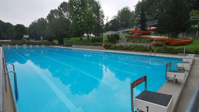 Schwimmbecken.