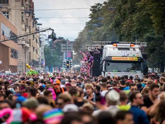 Menschenmasse in Zürich.