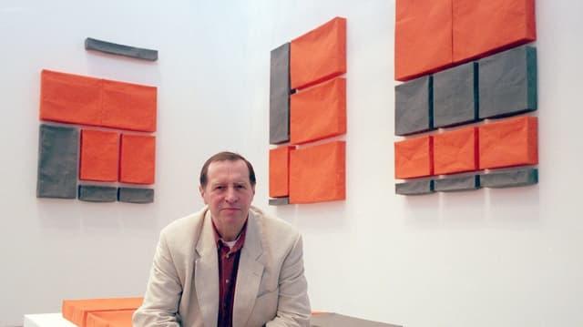 L'artist Franz Erhard Walther.