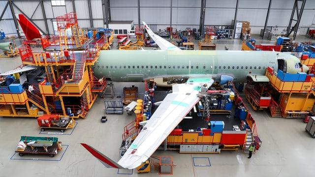 Flugzeug im Bau.