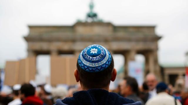 Jude vor Brandenburger Tor