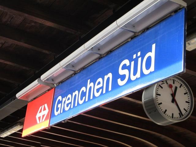 Das Bahnhofsschild von Grenchen Süd