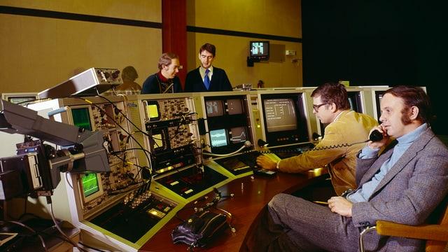 Die ersten Touchscreens im Einsatz im Cern wurden von Bent Stumpe (links) entwickelt.