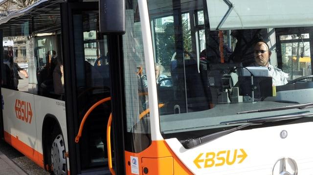 Ein BSU-Bus unterwegs nach Rüttenen.