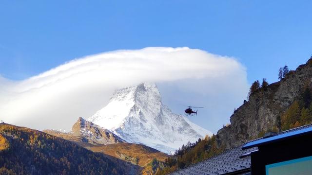 Eine typische Föhnwolke (Altocumulus lenticularis) am Mittwochmorgen am Matterhorn.