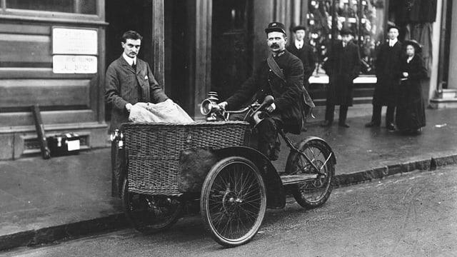 Pöstler mit einem Dreirad, 1910 in Grossbritannien.