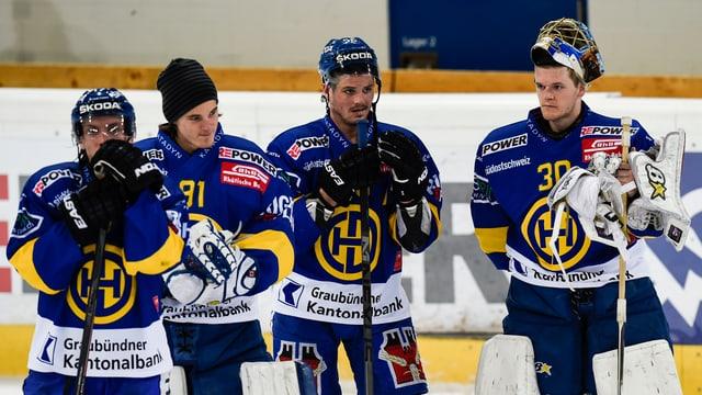4 giugaders da hockey da Tavau suenter il gieu