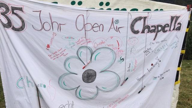 In batlini cun si 35 onns Open Air Chapella, ina flur e diversas suttascripziuns