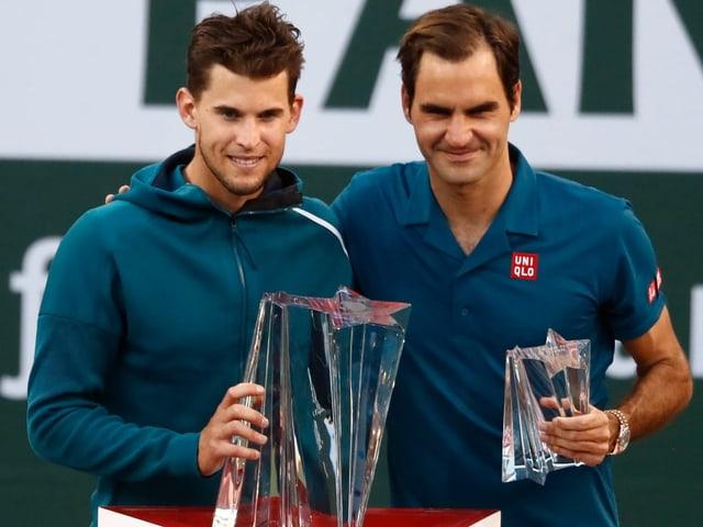 Roger Federer freut sich mit Dominic Thiem über dessen 1. ATP-1000-Titel.