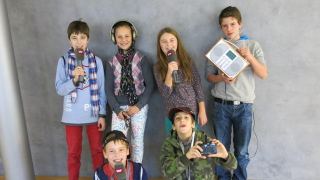 Die Kinder Luca, Ladina, Mia, Hubert, Dalerian und Joni am Zukunftstag beim Regionaljournal Zentralschweiz.