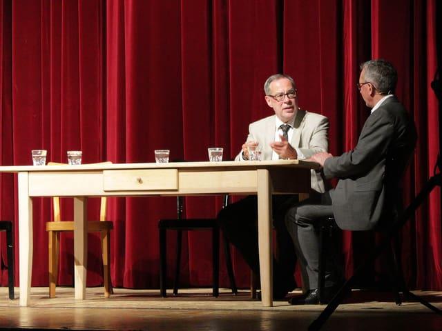 Alexander Tschäppät und Peter Brandenberger am Tisch.
