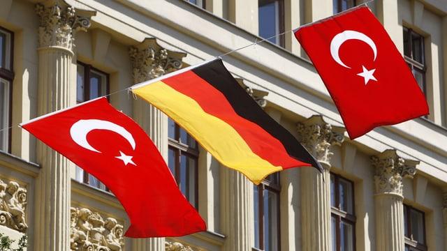 Der Asylantrag bringt die Kanzlerin in die Bredouille. Sie reist am Donnerstag in die Türkei.