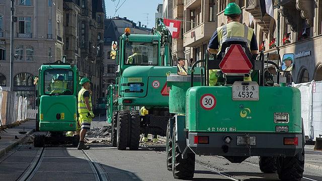 Bauarbeiten in Basel: Auf den Tramschienen sieht man Baufahrzeuge, anstatt Trams.