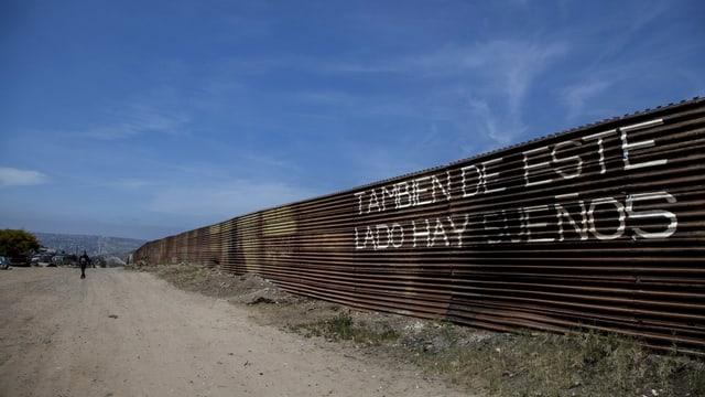 «Auch auf dieser Seite gibt es Träume!» – Grenzzaun zwischen Mexiko und den USA in der Nähe der mexikanischen Stadt Tijuana.