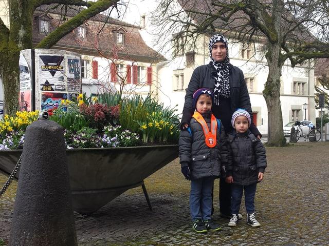 Auf dem Weg in den Kindergarten. Nehad Ahmad mit den Söhnen Raman und Eiwan in Zofingen.