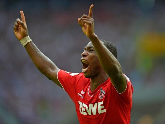 Ujah freut sich nach einem Tor für den 1. FC Köln.