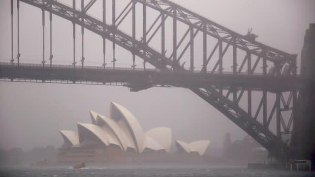 Purtret da l'opera enconuschenta a Sydney.