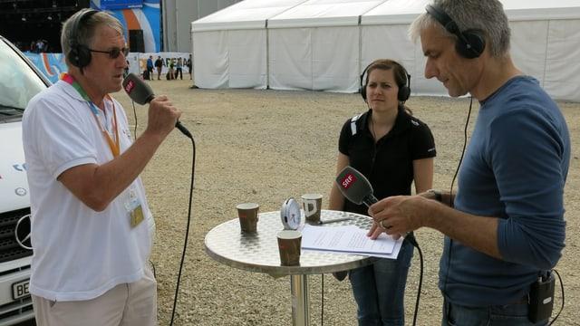 Turnfest-«Historiker» Paul Engelmann und Ausbildnerin Seline Harnischberg bei SRF-Moderator Jörg André in Biel.