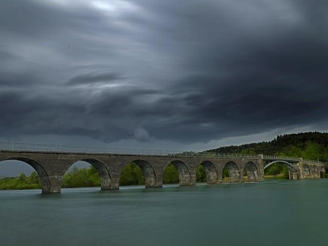 Brücke über dem Wohlensee.