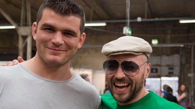 Boxer Gjergjaj und sein Trainer Angelo Gallina (mit Mütze)
