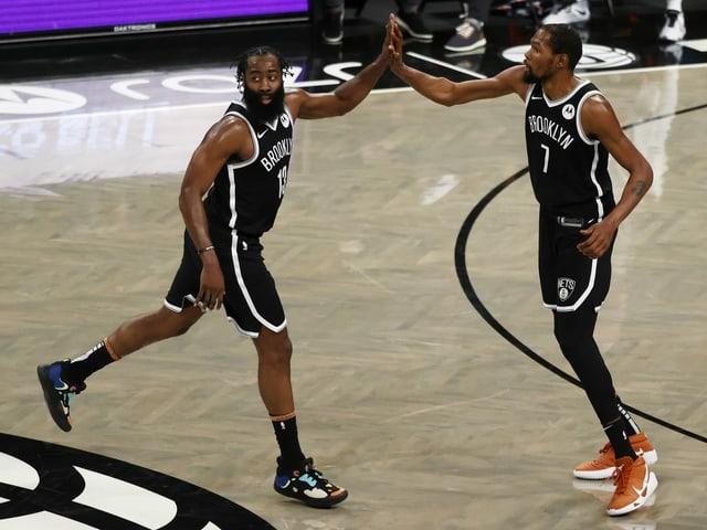 James Harden (l.) und Kevin Durant harmonieren gut bei den Nets.
