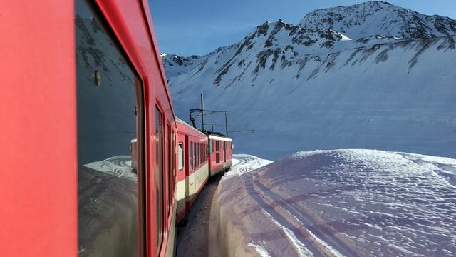 Tren sin l^'Alpsu amez la naiv.