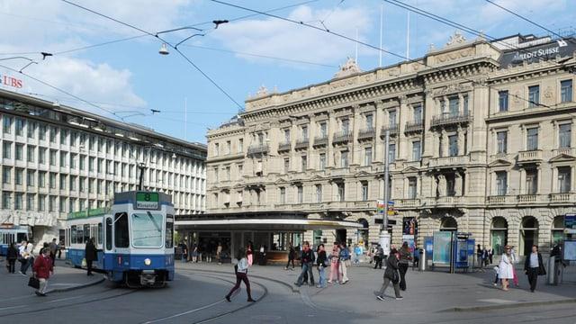 Zürich Paradeplatz mit Fassaden von Banken