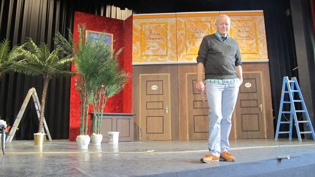 Paul Suter auf der Bühne der Operette Bremgarten