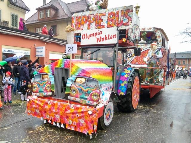 Wagenbaugruppe als Hippiebus