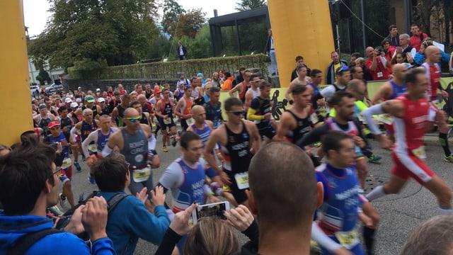 Massenstart von Läufern am Powerman