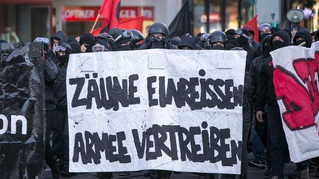 Die Demonstration gegen die Armeeübung «Conex 15» vom 18. September 2015
