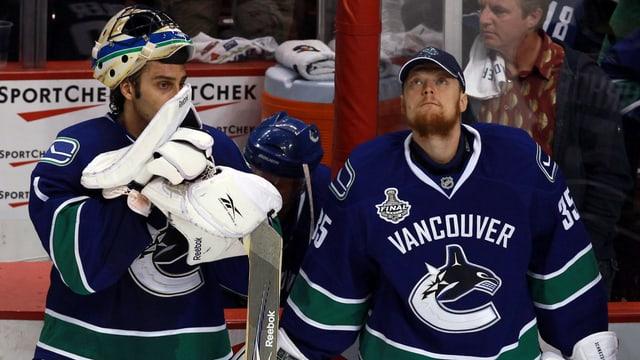 Cory Schneider (r.) hütet für die Zeit des NHL-Lockouts das Tor von Ambri.