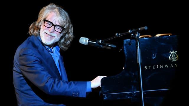 Helge Schneider am Klavier anlässlich der aktuellen Ene-mene-Moppel-Tour.