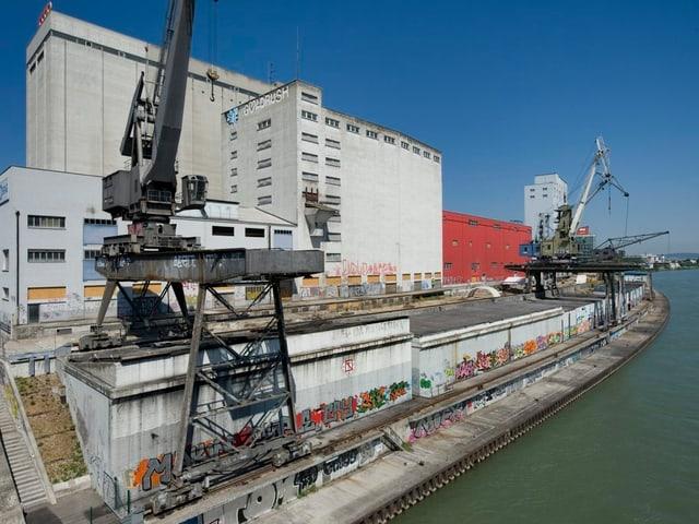 Hafenkran am Rhein