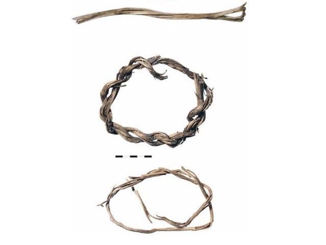 aus Zweigen geflochtene Ringe
