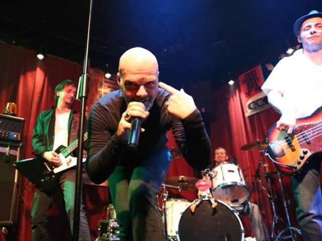 Coverband Reloader bei einem Auftritt