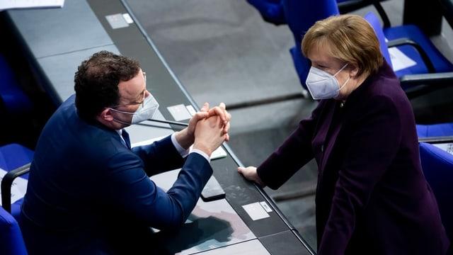 Spahn und Merkel.