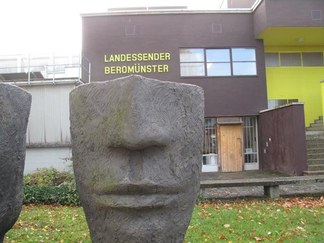 Kunst ist im und um das ehemalige Gebäude des Landessenders Beromünster präsent.