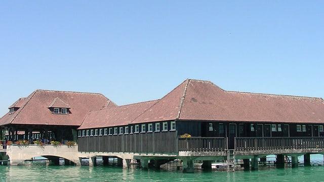 Ein in sich geschlossener Bau: Die historische Badhütte in Rorschach im Bodensee.